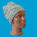 Стилна ръчно плетена шапка