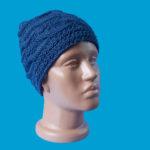 Синя ръчно плетена шапка с плетеници