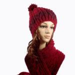 Ръчно плетени червени шапка и шал