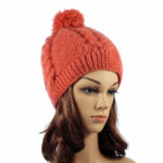 Розова вълнена шапка